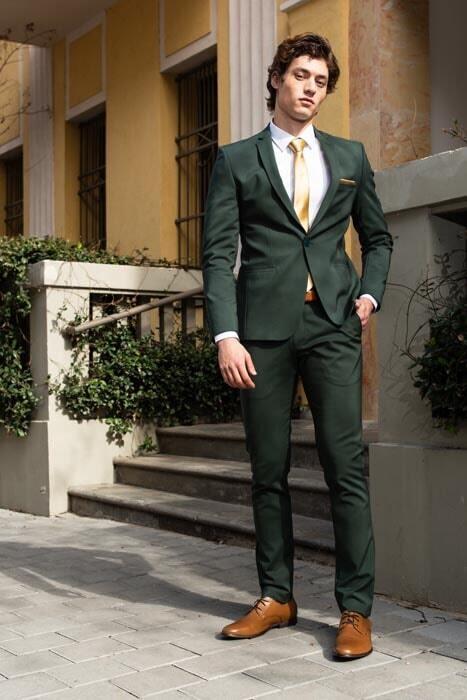 חליפת חתן: קולקציית 2019, חליפה בצבע ירוק, חליפת שלושה חלקים, חליפה בגזרה ישרה, חליפה בדוגמה חלקה - סאלינה  SALINA - חליפות חתן