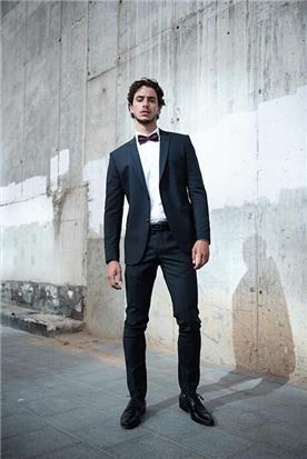 חליפת חתן: קולקציית 2018, חליפת שלושה חלקים, חליפה בגזרה ישרה, חליפה בדוגמה חלקה, חליפה בצבע שחור - סאלינה  SALINA - חליפות חתן