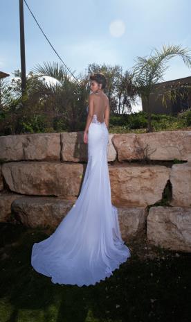 שמלת כלה מחשוף גב ושובל ארוך