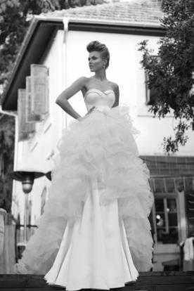 שמלת כלה סטרפלס שכבות טול