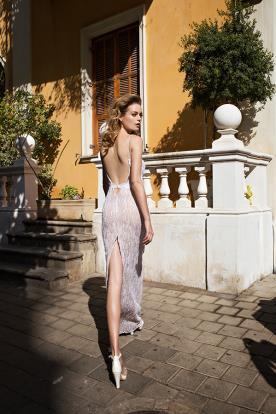 שמלת כלה שסע בגב