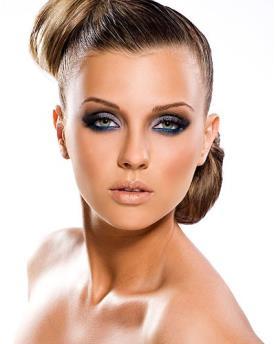 איפור שיער עם הדגשה על העיניים