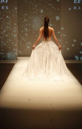 שמלת כלה שובל תחרה מרובע