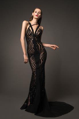 שמלת ערב שחורה עם שובל