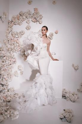 שמלת כלה אסימטרית נפוחה