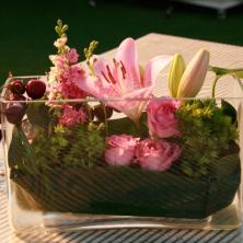 עיצוב פרחים ופירות בשולחן