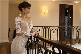 שמלת כלה עם שרוולים ומחשוף