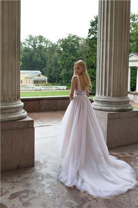 שמלת כלה עם טול וגב חשוף