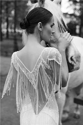 שמלות עם חגורה במותן