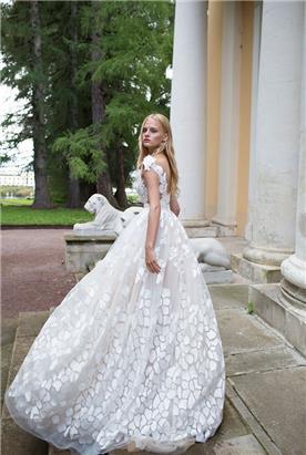 שמלת כלה לבנה נפוחה
