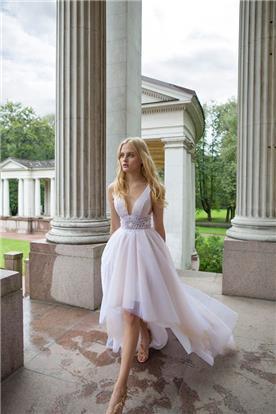 שמלת כלה בגזרה אסימטרית