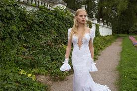 שמלת כלה מתחרה לבנה ומחשוף