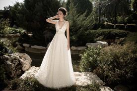 שמלת כלה עם קישוט פרחוני