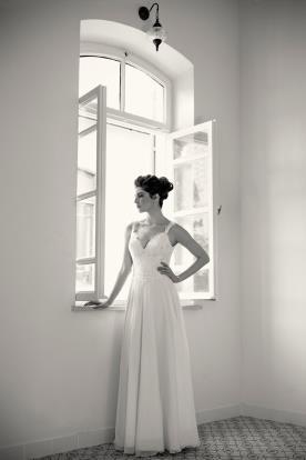 שמלת כלה כיווצים וכתפיות דקות