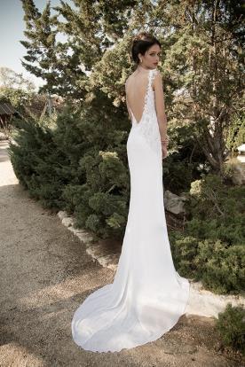 שמלת כלה עם גב חשוף ושוב קצר