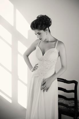 שמלת כלה משי וחרוזים