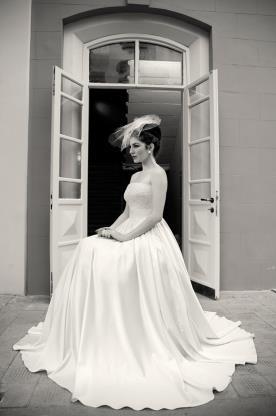 שמלת כלה נשפכת עם כיווצים