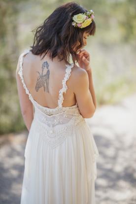שמלת כלה עם כתפיות עבות בקישוט תחרה