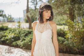 שמלת כלה בדגם קולר בשילוב תחרה