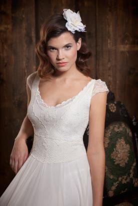 שמלת כלה עם שרוולים קצרים