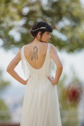 שמלת כלה בסגנון רטרו, בקישוט פרנזים
