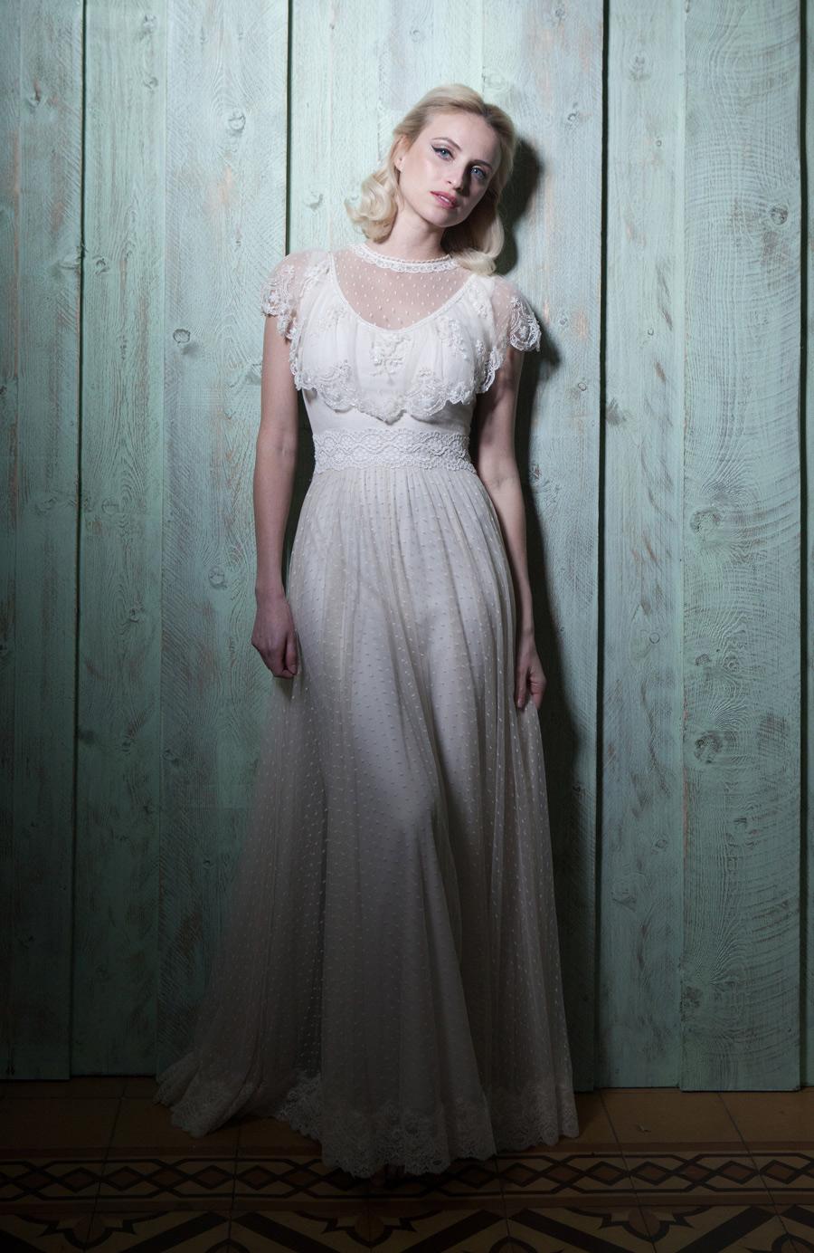 שמלת כלה עם מלמלות בחלק העליון