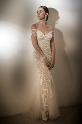 שמלת כלה מחורזת עם טול מקסי