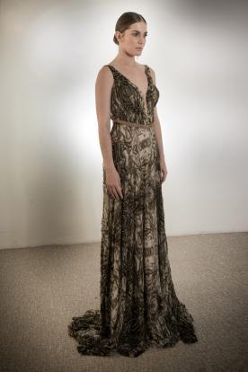 שמלת כלה מעוטרת בשחור וחרוזים