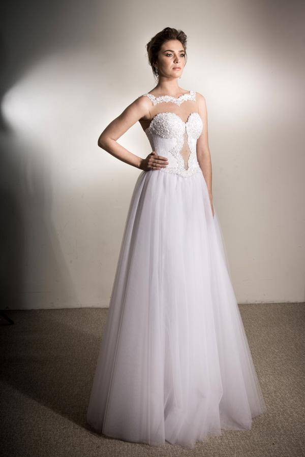 שמלת כלה סטרפלס ומחשוף עמוק