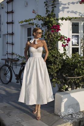 שמלות כלה מחוך וחצאית קפלים
