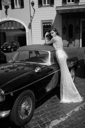 שמלת כלה עם עיטורי פנינים