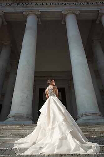שמלת כלה הוט קוטור נשפכת