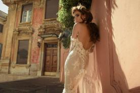 שמלת כלה עם דוגמת קשירה אחורית