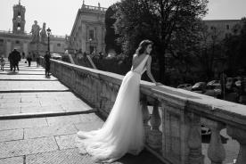 שמלת כלה מחשוף גב V