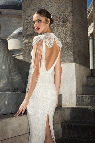 שמלת כלה עם פרנזים על הכתפיים