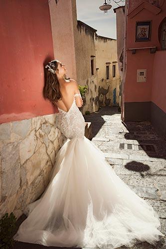 שמלת כלה מחשוף גב וי