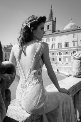 שמלת כלה בשילוב אבנים ותחרה