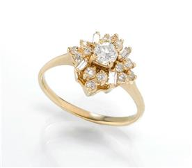 טבעת פרח מפוטל בגטים ומרקיזות