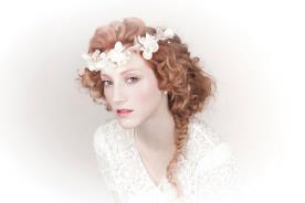 זר ראש פרחים לבנים