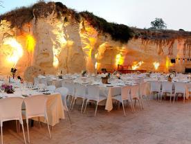 גן אירועים - המערה