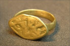 טבעת חוטם במראה גולמי