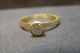 טבעת אירוסין זהב צהוב יהלום בהיר