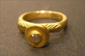 טבעת אירוסין עם זהב בצורת עלים