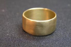 טבעת נישואין רחבה זהב צהוב