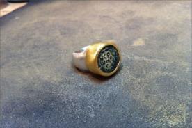 טבעת חותם בשני צבעים