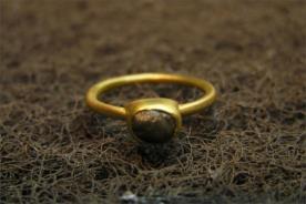 טבעת אירוסין יהלום כהה