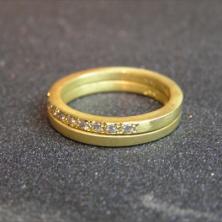 צמיד זהב עם אבנים