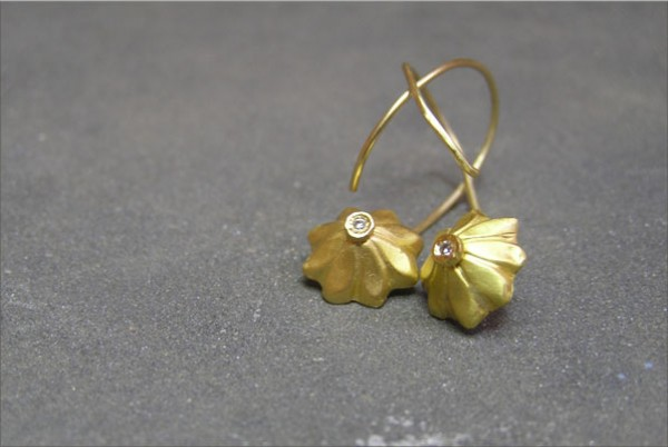 עגילי פרח זהב צהוב