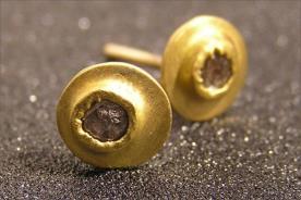 עגילים לכלה עם יהלום גולמי