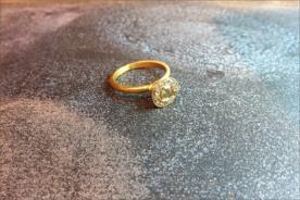 טבען אירוסין עם יהלום גולמי